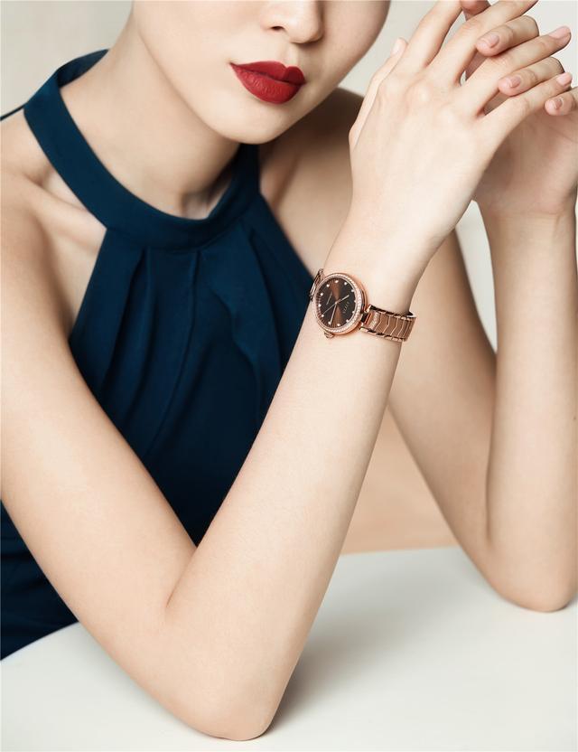 飞亚达表官宣:冯绍峰成为品牌代言人
