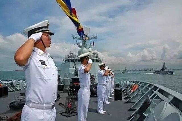 """""""黄山""""舰参加新加坡海军成立50周年国际舰队检阅活动"""