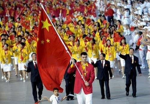 2008年北京奥运会开幕式,中国代表团入场时已经很熟练了