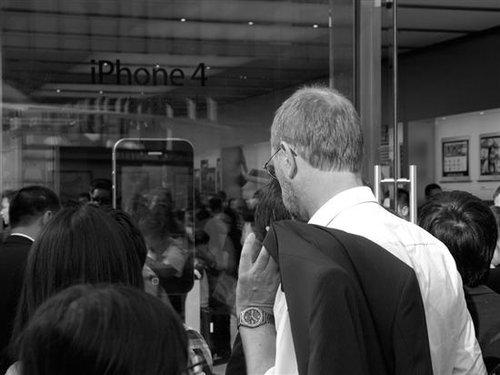 大悦城苹果专卖店_现场:北京Apple Store自发悼念乔布斯_数码_腾讯网