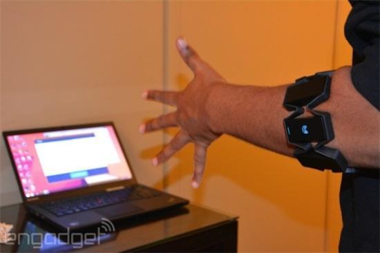 能玩虚拟体感游戏的Myo智能臂带终于要出货了-唯轮网