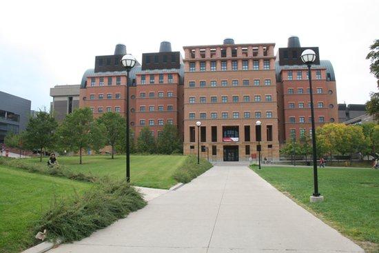 WWW_CINCINNATI_COM_com/ uc在全美公立研究大学中排名top 25,在世界2500所着名研究型大学