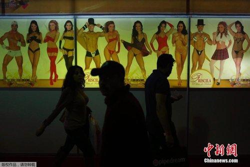 动漫卡通情色风行_墨西哥情色博览会 脱衣舞女郎大秀惹火身材