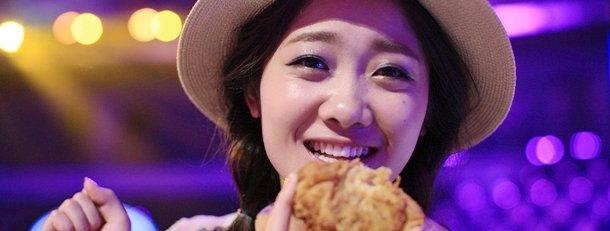"""""""梦之声""""选手许明明翻唱《我在人民广场吃炸鸡》,一夜之间让这首2011"""