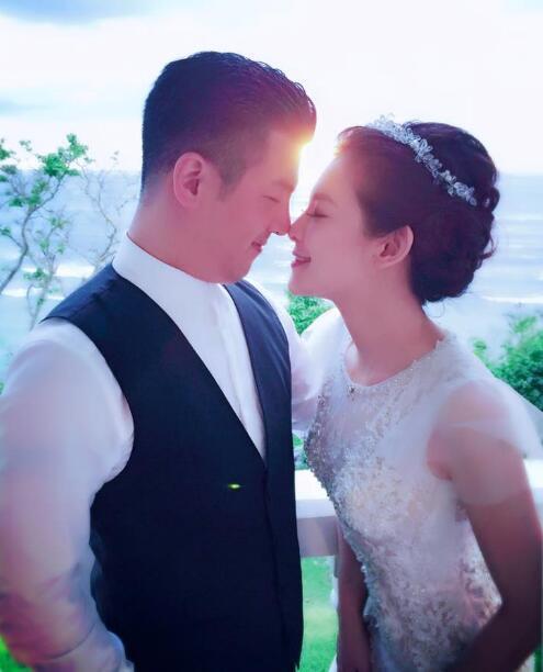 �Z�o雯前夫婚�照曝光 女方:我��很幸福