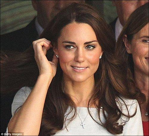 凯特王妃圣诞闪亮登场 疑似威廉所赠耳环曝光 娱乐 腾讯网