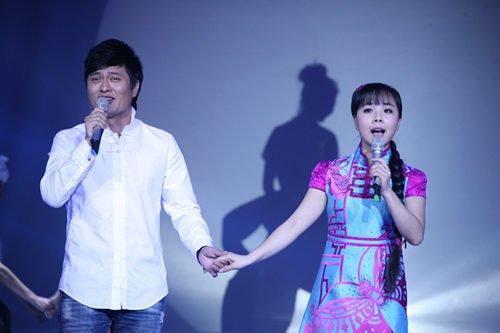 王二妮和云飞_王二妮新加坡演唱会缺男嘉宾 毕姥爷自荐遭拒绝_娱乐_腾讯网