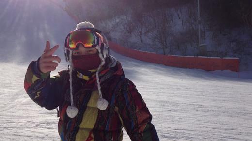 郑容和滑雪照片_CNBLUE郑容和为粉丝清凉消暑 公开滑雪视频_娱乐_腾讯网