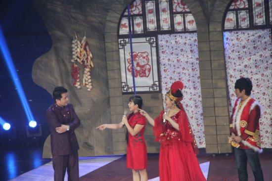 王二妮和云飞_《星光大道》年度总决赛开赛 王二妮刘赛献艺_娱乐_腾讯网