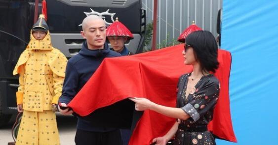 霍建华光头上演最帅清朝皇帝 男明星光头哪家强?