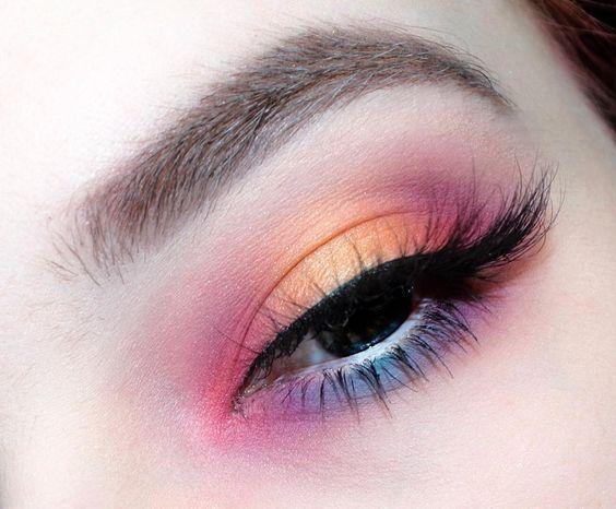 眼影颜色搭配和画法�_全球通用的眼影画法:一个颜色就够了