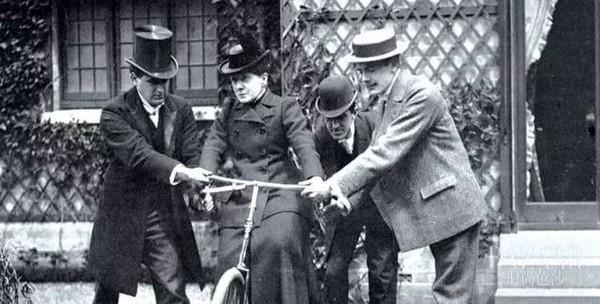英國人民竟然穿成這樣騎車?每天騎小黃車的我慚愧了!