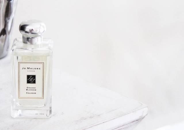 这些香水,与你的白衬衣真配。