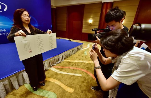 5月17日上午,中国道路运输协会巡游、网约出租车行业服务承诺仪式。摄影/章轲