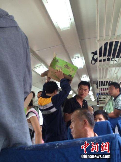 山体塌方致T171次列车脱轨5人受伤