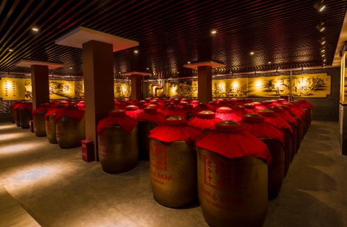 """上海进博会:衡水老白干""""非遗""""展示中国白酒传统魅力"""