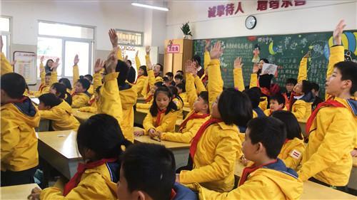 福师大学子前往钱塘小学开展垃圾分类普及活动
