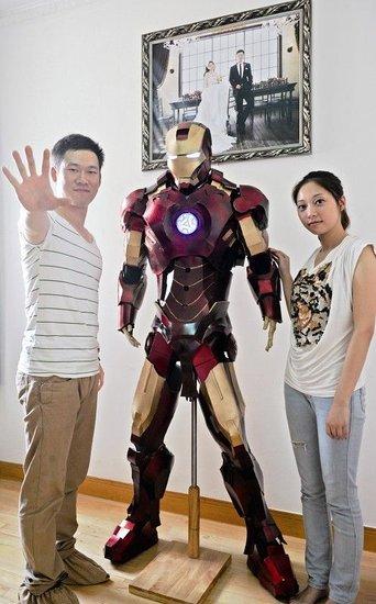 武汉钳工制1.88米钢铁侠 献爱妻科幻婚礼