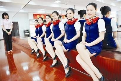 空姐标准坐姿_武汉晚报 地大航空学院_武汉晚报