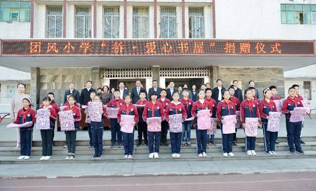 """海外湖北社团合作联盟为大别山下的孩子们捐建""""侨·爱心书屋"""""""