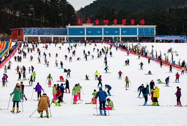 """滑雪+溫泉暖心攻略,來黃岡體驗""""冰火之戀""""的浪漫之旅!"""