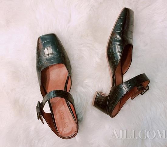 鞋柜里一定要有这双方头穆勒鞋