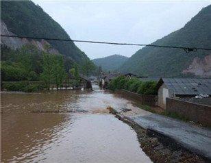 """""""咸宁村庄被洪水围困"""
