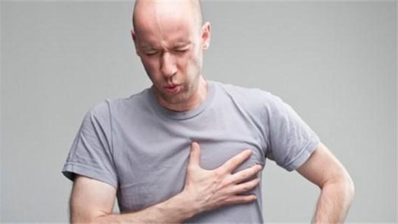 胸闷深呼吸胸痛_胸前闷痛、呼吸不畅?五类胸痛事关生死_健康_腾讯网