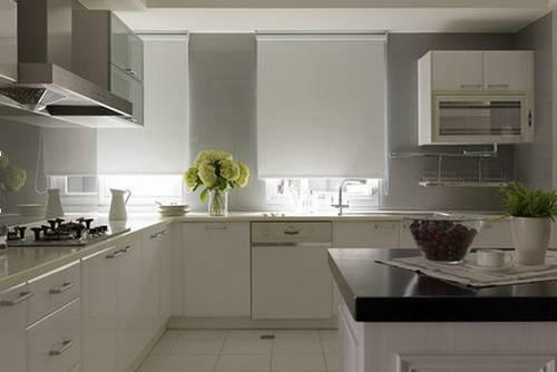 家庭厨房装修效果图4 黑白的搭配一直是时尚的设计中最常使用的,而