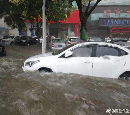 最新消息!暴雨中心盘踞商丘 豫东地区出现?#29616;?#20869;涝