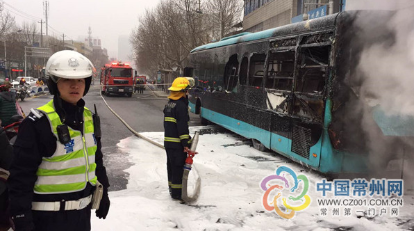苏州游一公交车_常州中吴大道一公交车自燃 未造成人员伤亡_大苏网_腾讯网