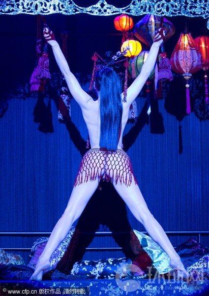 脱衣舞娘万提斯纽约表演 全裸登场尺度大开[9P]