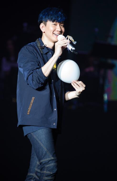 """2018年5月5日,jj林俊杰""""圣所""""世界巡回演唱会第七场大连站准时开唱."""