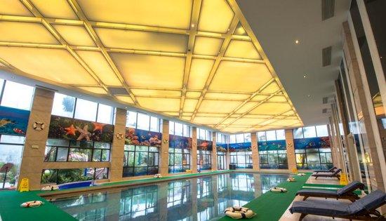 项目周边配套齐全,包括高尔夫球场,如东中医院,如东实验小学,掘港小学