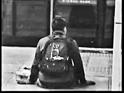 男子乞讨月入过万_揭秘北京地铁乞讨男:月入过万 在京买2套房(图)_新闻_腾讯网