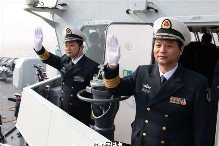 海军服装_海军服装不用肩章有讲究:战位较高方便识别_新闻_腾讯网