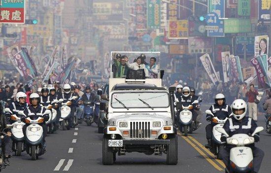 """2012年1月7日,中国台湾高雄,民进党""""总统""""候选人蔡英文在高雄为选举造势。"""