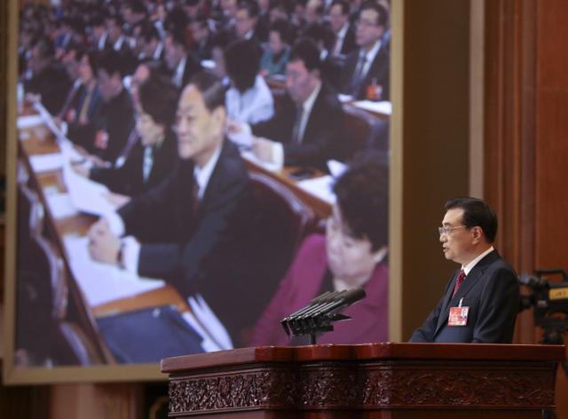 总理报告政府工作:最后一次掌声持续了35秒