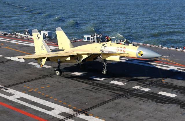 重大突破:中国第2批8名舰载机飞行员成功着舰