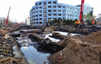 黄潍输油管线_青岛爆炸事故幸存者:爆炸前我刚检查漏油点_新闻_腾讯网