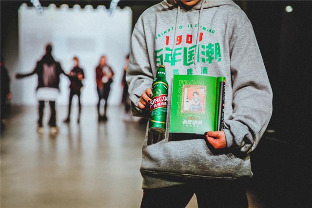 青岛啤酒×纽约时装周中国日这波百年国潮操作硬核