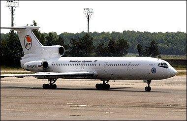俄一客机公路迫降时机身解体 40人遇难8人生还