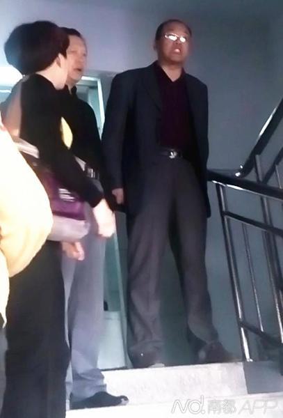 河南南阳市国资委信访官员与上访者对骂(图)