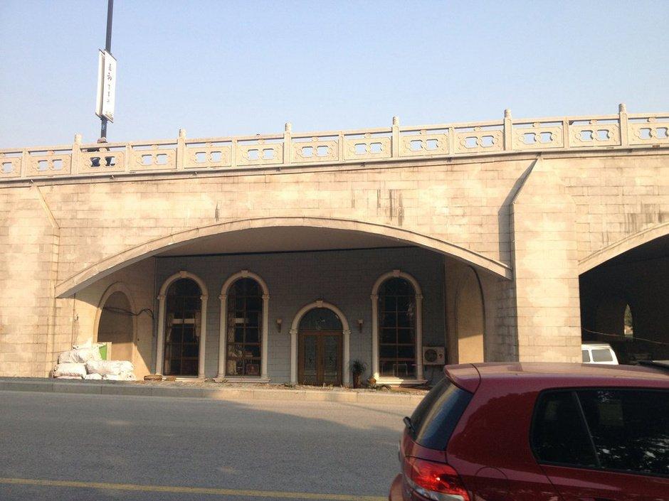 組圖:蘇州市區一橋洞被封堵 建成豪華酒庫