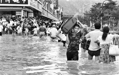京哈线70余列车因洪水停运 山海关车站被淹(图)