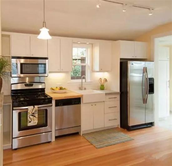 誰說廚房不能鋪木地板