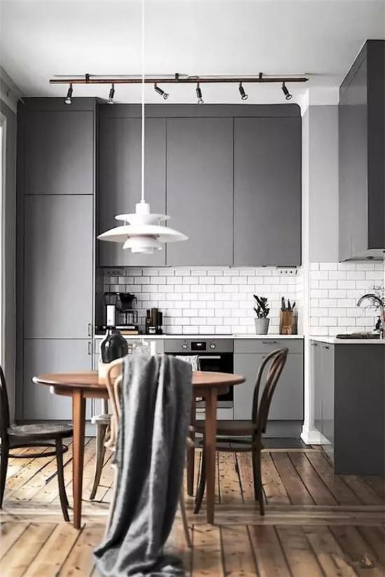 谁说厨房不能铺木地板