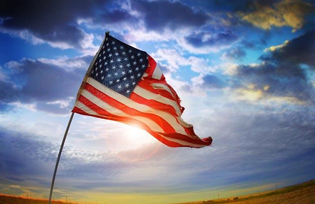 从里根到川普:美国右翼政治的没落曲线