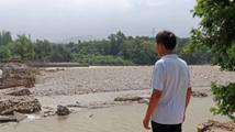 山东洪水过后:石拱桥塌了,父亲没了,只剩个支离破碎的家
