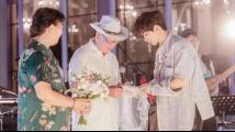 婚宴寿宴一起办 这届老年人结婚比年轻人潮多了